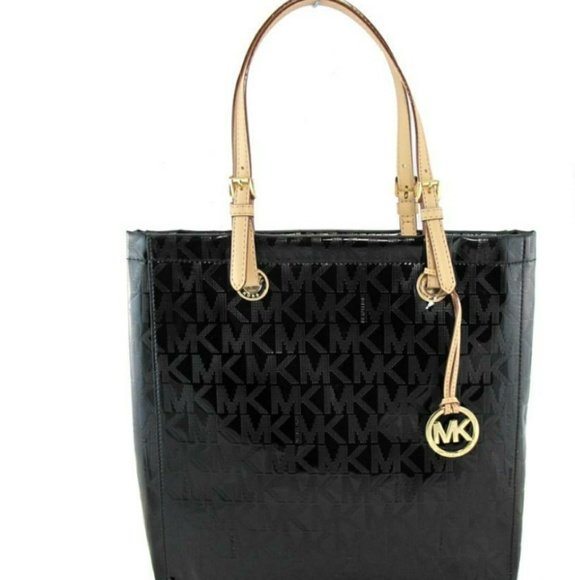 439b220f9fe0 MICHAEL KORS LET SET PATENT LEATHER TOTE BAG. M 5ac8055061ca1080d1b82b1c